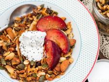 Power Granola with Cashew Cream Vegan