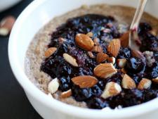 Porridge with blueberries and cinamon